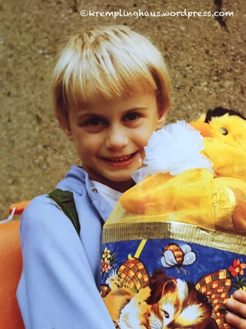 Schulanfang 1987 Zuckertüte oben
