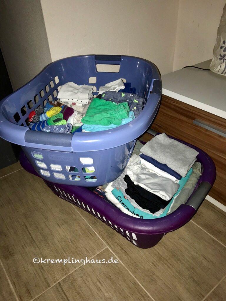 2 Körbe mit gelegter Wäsche