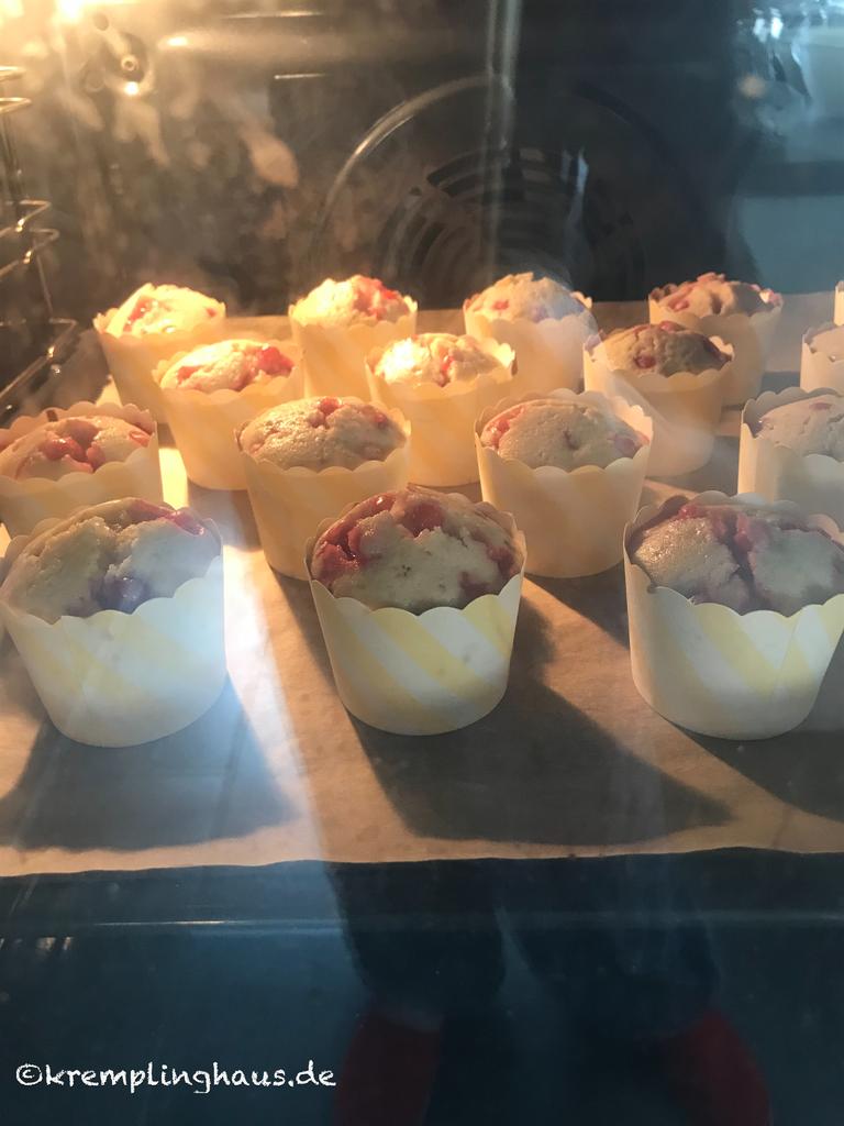 Beeren-Muffins im Backofen