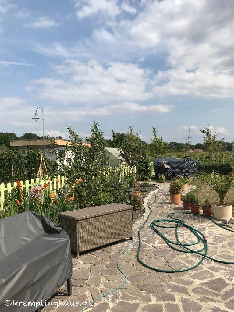 12tel Blick Juli Garten