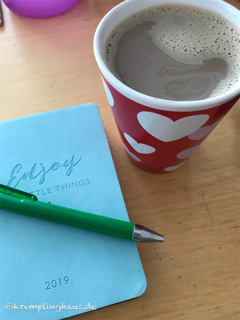 Wuttagebuch bei einer Tasse Kaffee schreiben