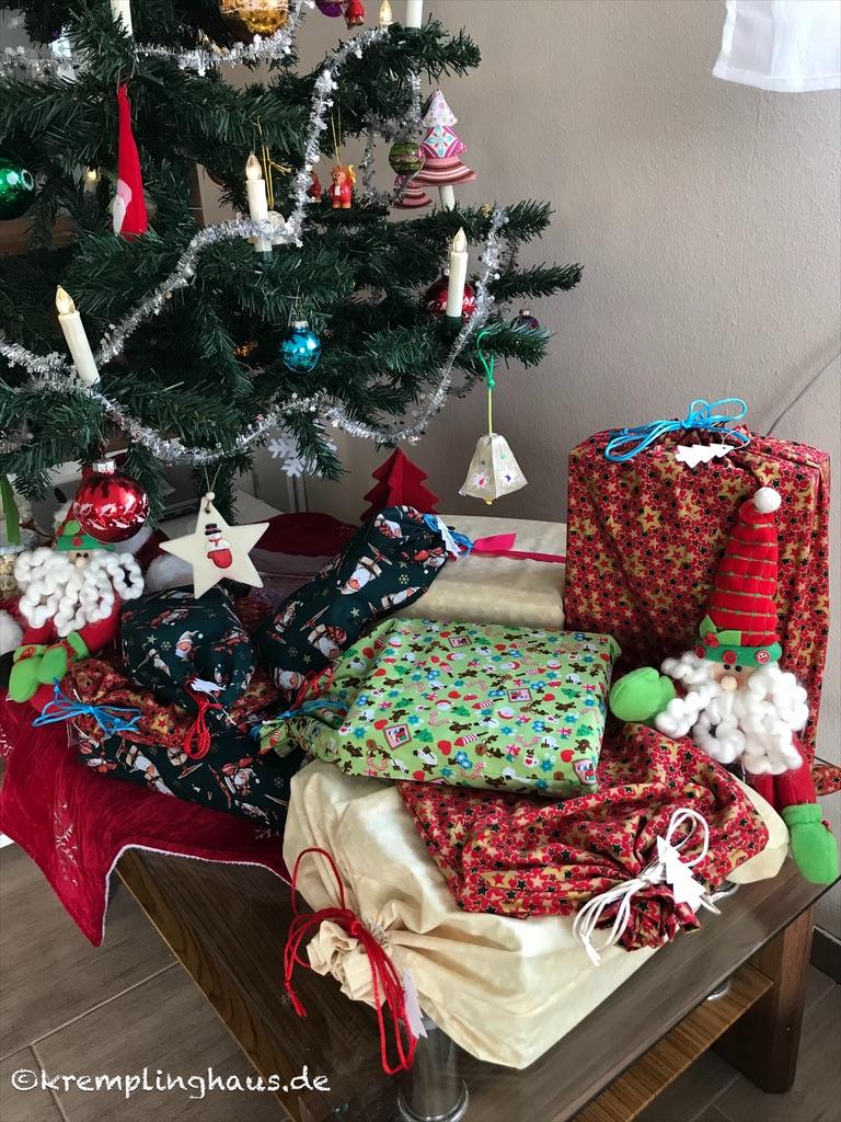 Weihnachten 2019 Geschenke unterm Weihnachtsbaum