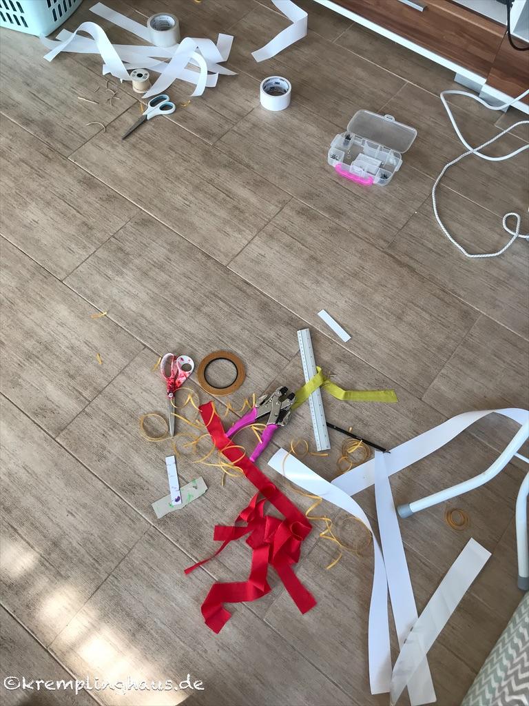 05von12 Bastelchaos auf Fußboden