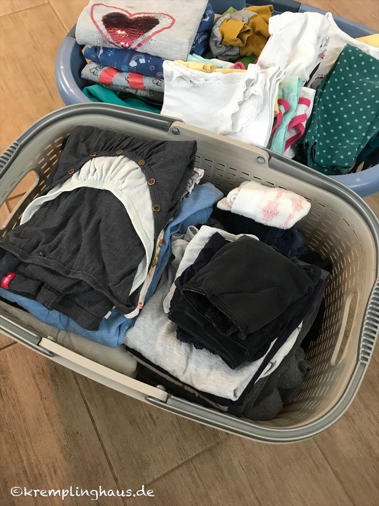 Gelegte Wäsche im Wäschekorb