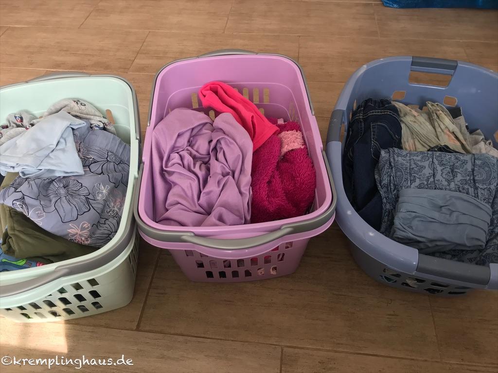 3 Körbe voll mit Wäsche