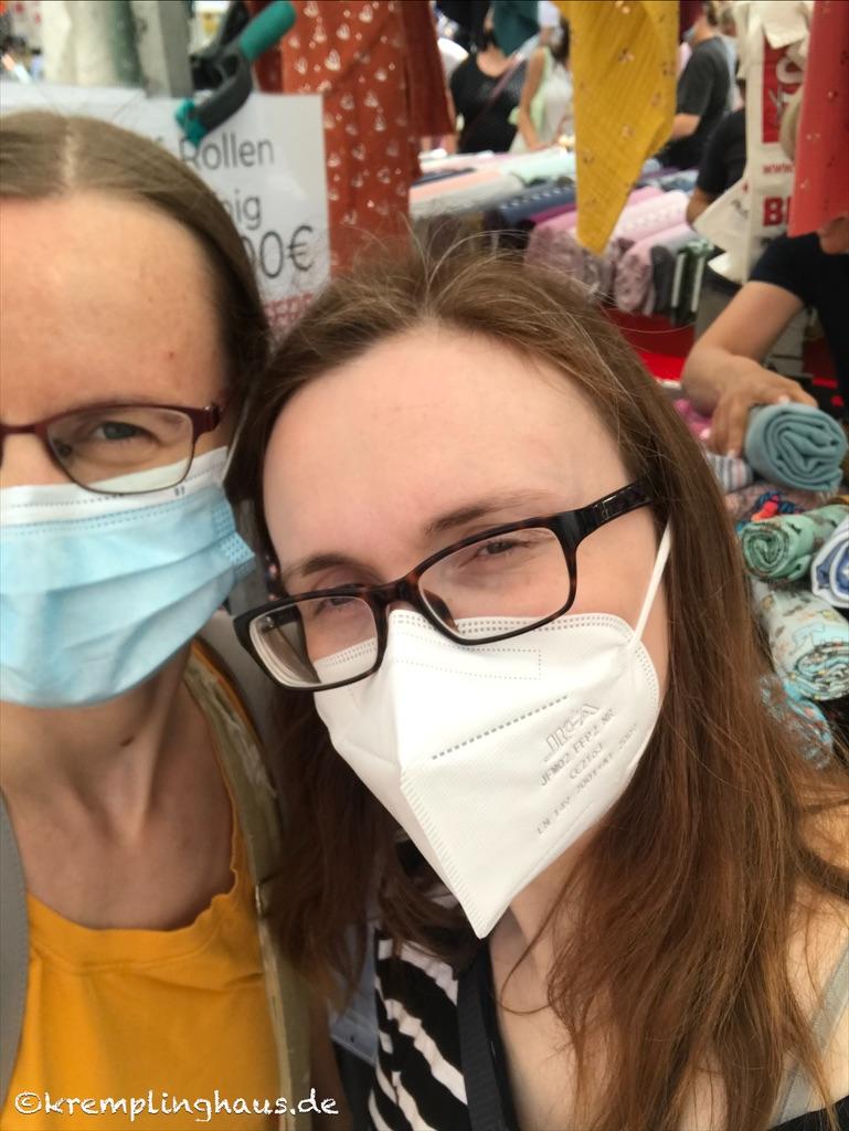 Freunde mit Masken