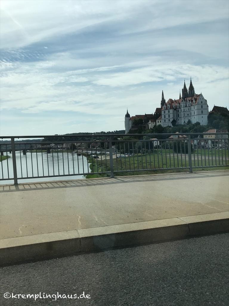 Blick auf die Albrechtsburg in Meißen von der neuen Elbbrücke aus.